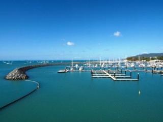 Airlie Beach Running Festival Races Into The Whitsundays