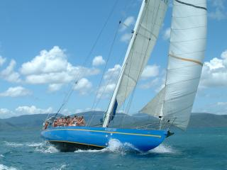Adventure Sailing in the Whitsundays with Southern Cross
